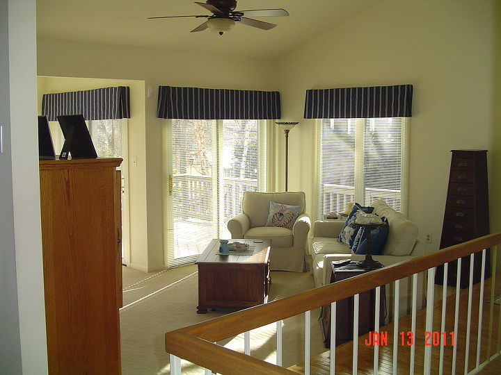 q suggestions for a huge wall from vaulted ceiling to lower level, home decor, home improvement, home maintenance repairs, how to, wall decor, Living room lots of angles tough to arrange the furniture