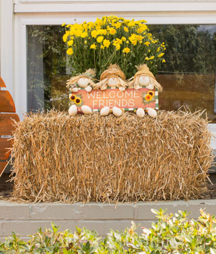 Simple display greets family and friends