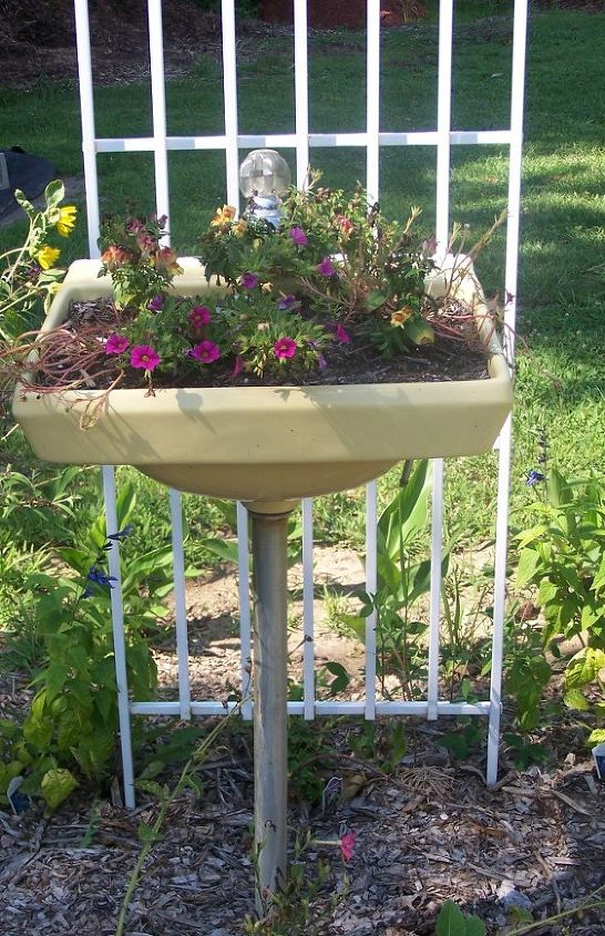 "Built in drainage!  This is one idea in the ""Clever plant container"" series. See more here: http://themicrogardener.com/clever-plant-container-ideas/"