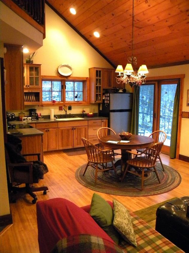 The open room made the kitchen and dining area seem spacious.