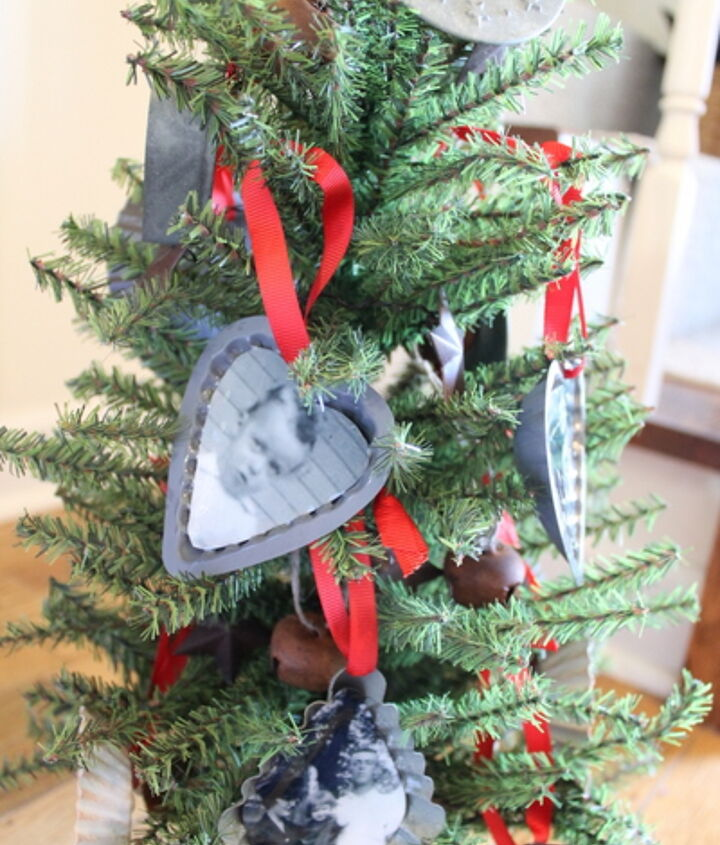 """Hang all of your ornaments on a small tree for a """"family tree"""" display.  http://www.craftsunleashed.com/index.php/seasonal/family-handmade-christmas-ornaments/"""