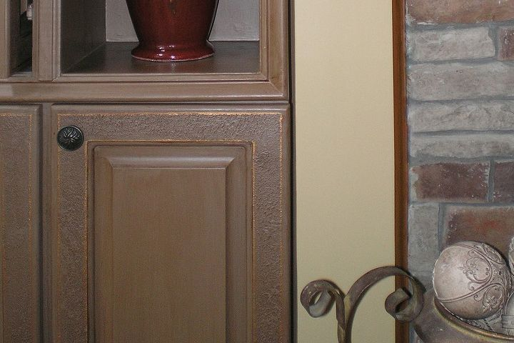 A soft texture detail and bronze outlines add additional interest.  This is a step above ordinary cabinet glazing.
