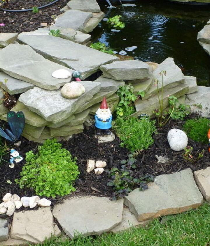 gnomes, gardening