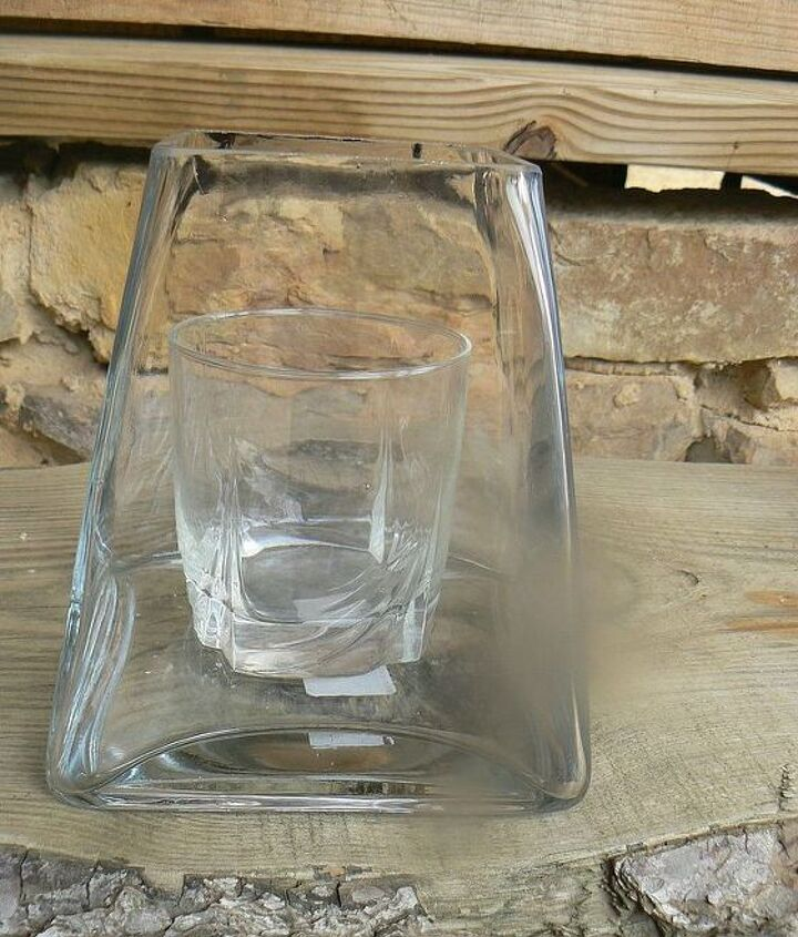 ckear vase with glass, before candy is added.