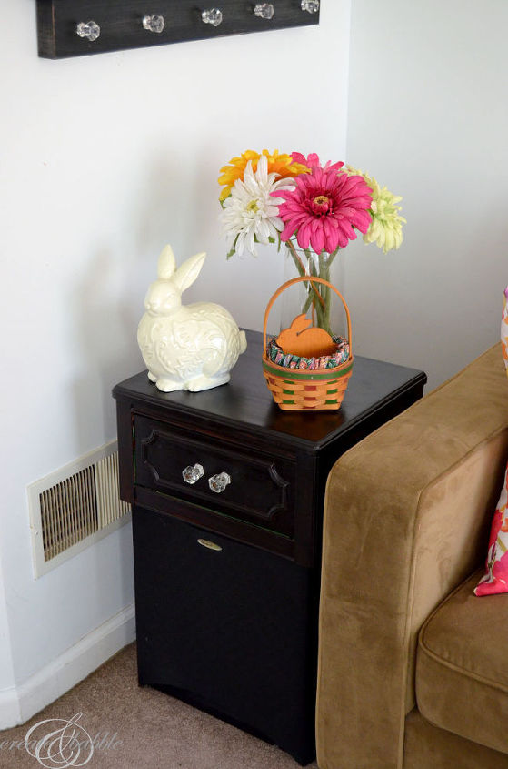 end table makeover decorating dilemma solution, painted furniture