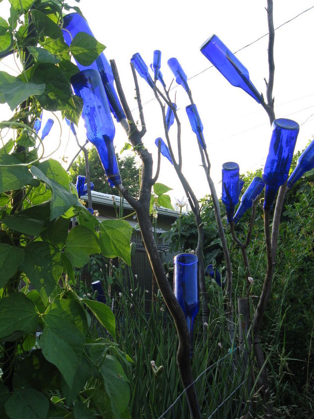 another bottle tree idea, gardening, repurposing upcycling