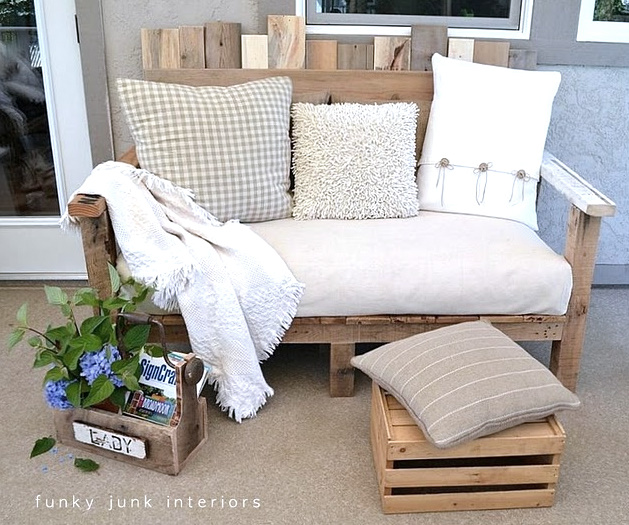 A Pallet Sofa! This is by Funky Junk Interiors (Donna). Not only is this built from pallets, she did this completely on her own w.out any plans! http://funkyjunkinteriors.blogspot.com/2011/08/how-i-built-pallet-sofa-part-2.html