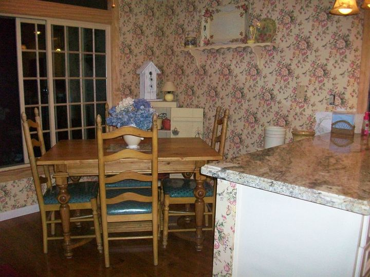 q i need help in choosing a color for my dinette wallpaper has to go as it is too busy, home decor, kitchen design, My
