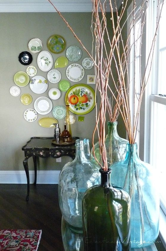 Vintage plate collection http://eclecticallyvintage.com/2011/11/dining-room-tour-fun-art-five-vintage-collections-2/