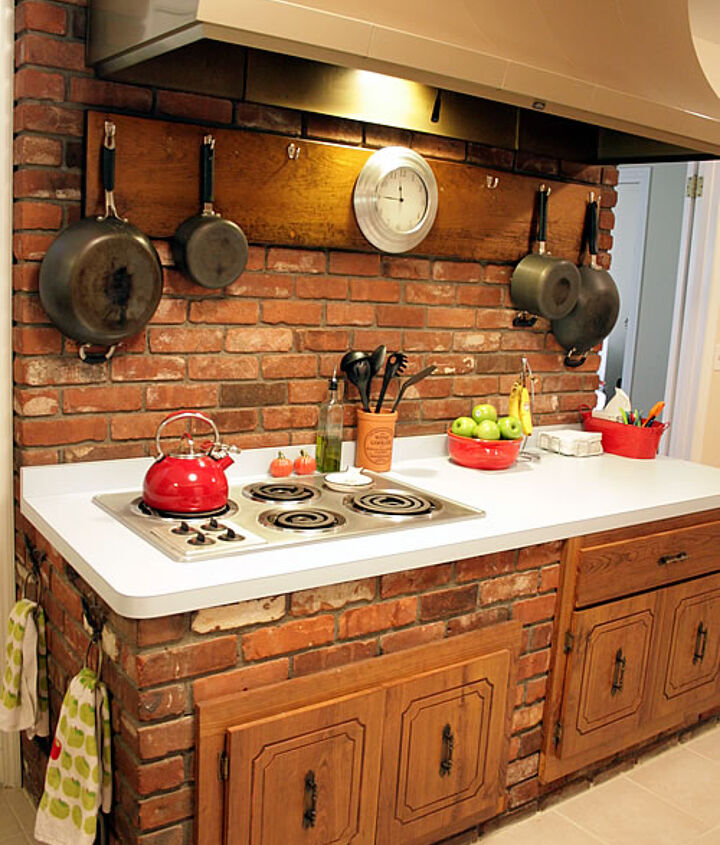 The hood/brick are intended to be the focal pt of the room.