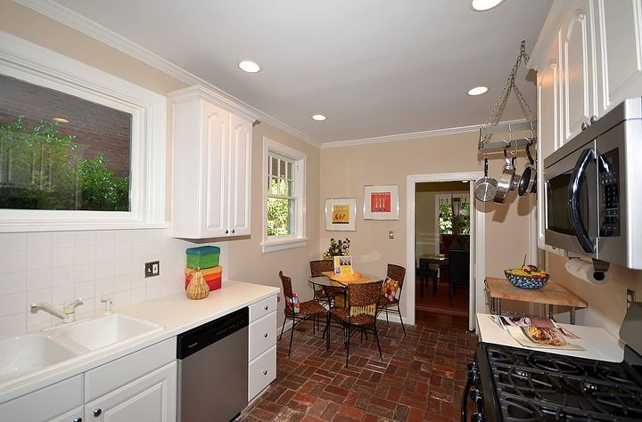 AFTER - Staging with color brightens up this Kitchen