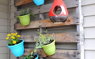 diy vertical pallet garden with colorful pots, flowers, gardening, pallet, repurposing upcycling