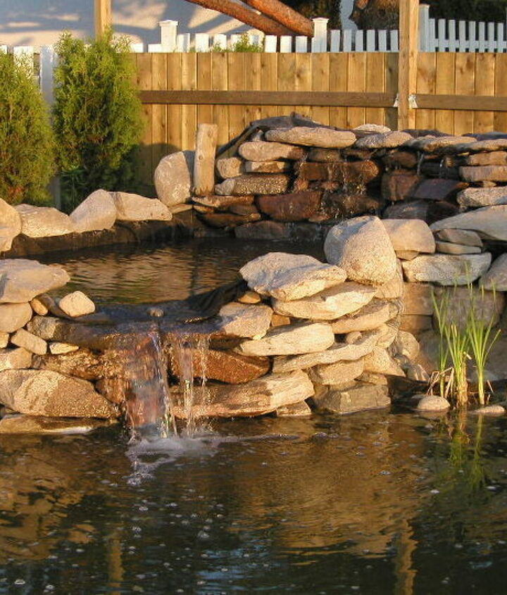 Water Garden Waterfall. Building instructions: http://www.usa-gardening.com/waterfall/garden-waterfall.html