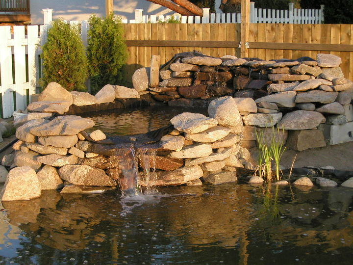 Water Garden Waterfall. Building instructions: http://www.usa-gardening.com/waterfall/garden-waterfall.html