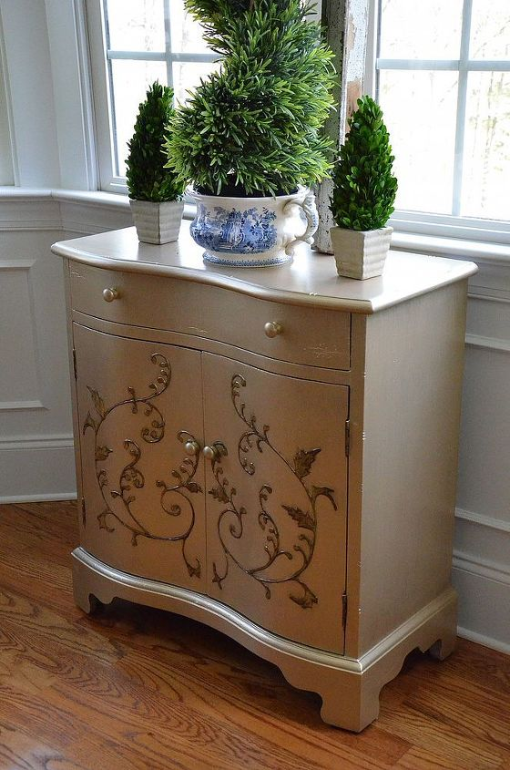 Used MS Metallic in Golden Pearl and painted around the leaf and vine motif