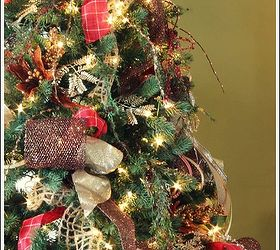 How to Decorate a Christmas Tree With Only Ribbon and Greenery ...
