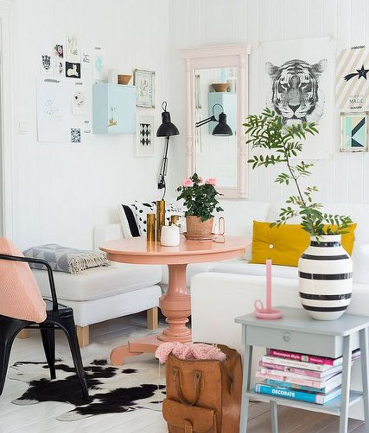 The color scheme of peachy pink, blue and white is soft and lively.