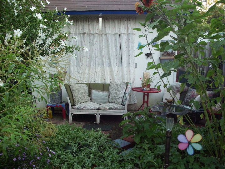 cozy home garden sitting area, decks, gardening, outdoor living