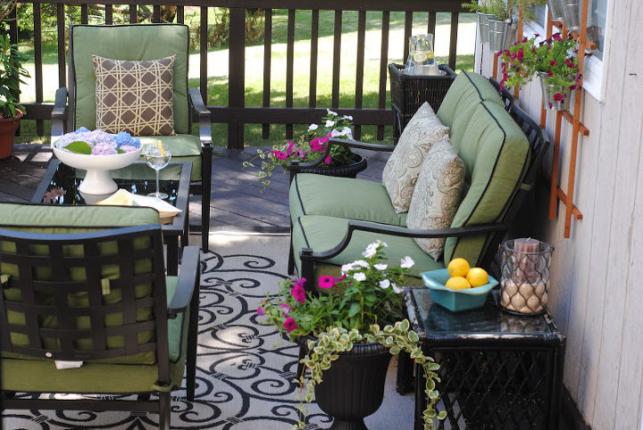 A beautiful outdoor rug defined the space and created a great area for entertaining.