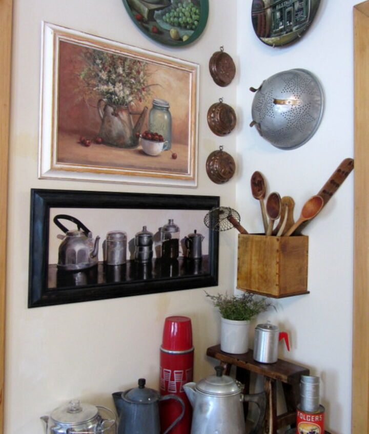 keeping it cozy coffee themed vignette, kitchen design
