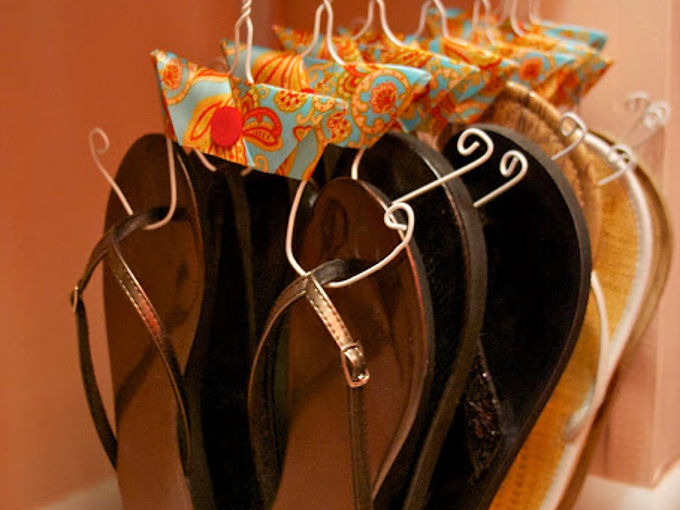 organizing with hangers, organizing, Hangers for flip flops
