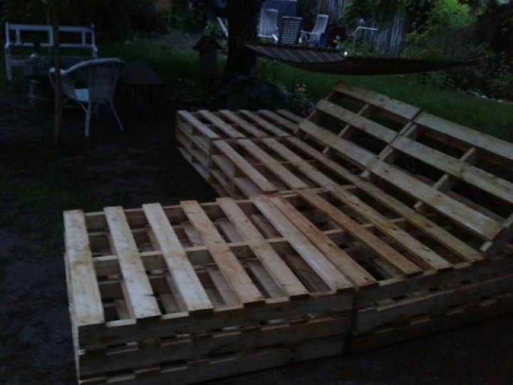 pallet sectional for outside, diy, pallet, repurposing upcycling