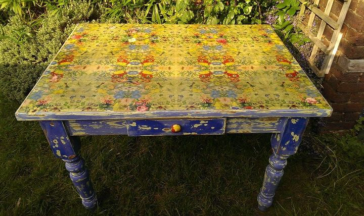 My chippy paint table is finished...