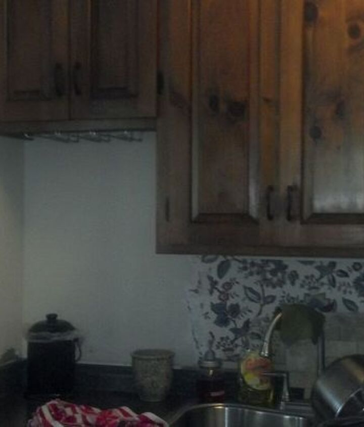 q need ideas for kitchen space under cabinet, home decor, kitchen backsplash, kitchen cabinets, kitchen design