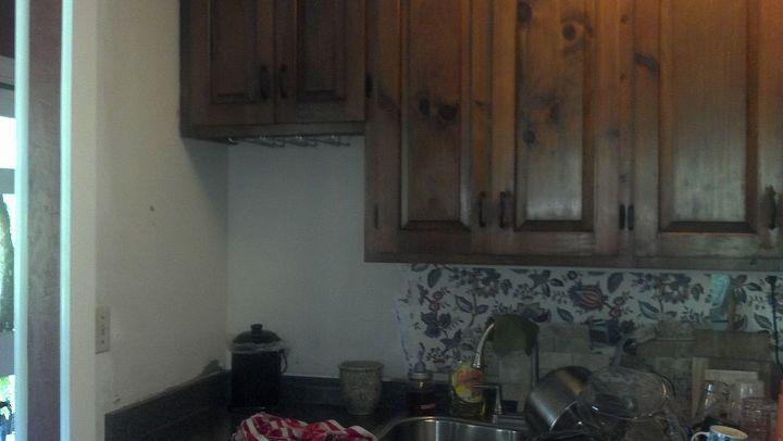 q need ideas for kitchen space under cabinet, home decor, kitchen backsplash, kitchen cabinets, kitchen design