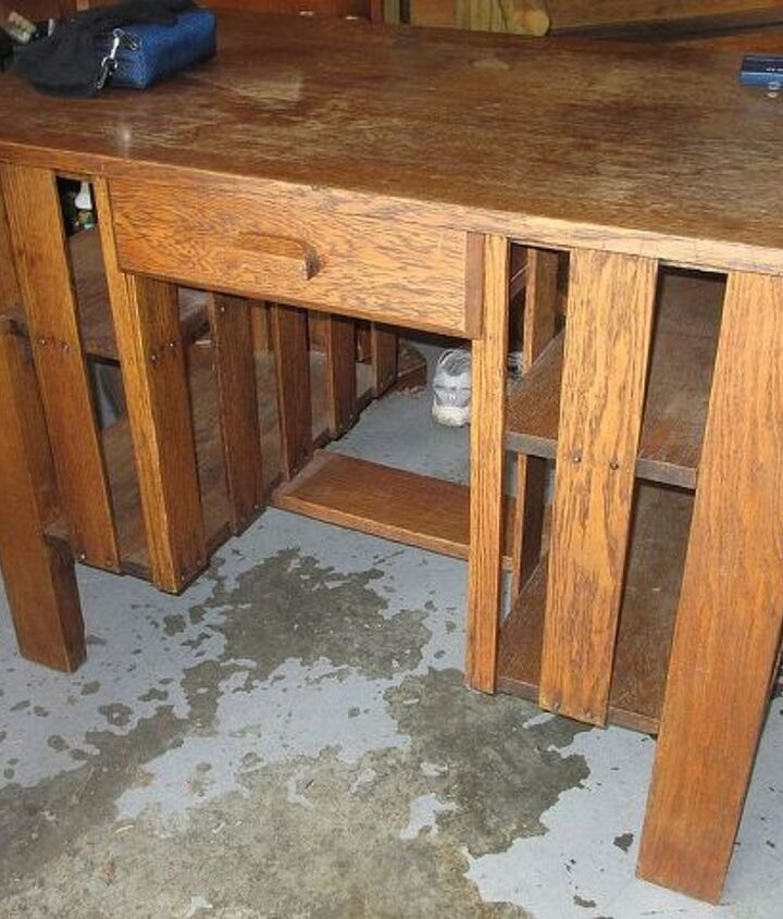 Front side of the table.  I think the slotted wood is terrific.