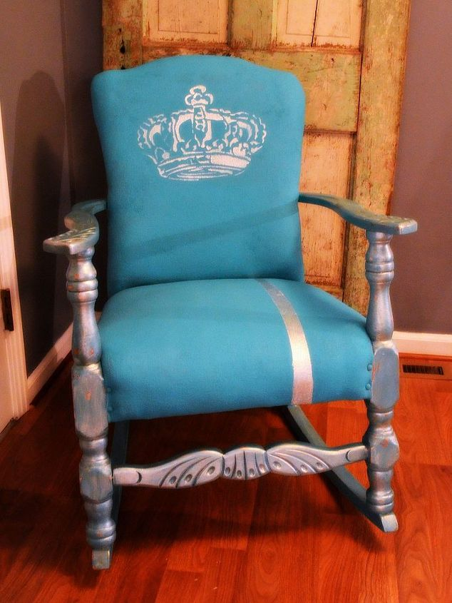 Shabby Chalk-Paint over fabric..easy makeover that will last!