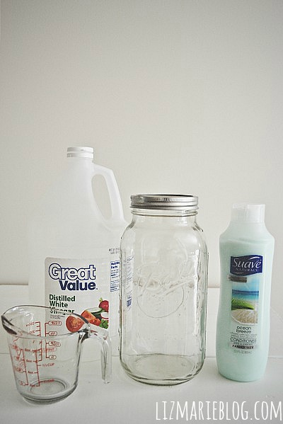 All you need is water, vinegar, conditioner & a container