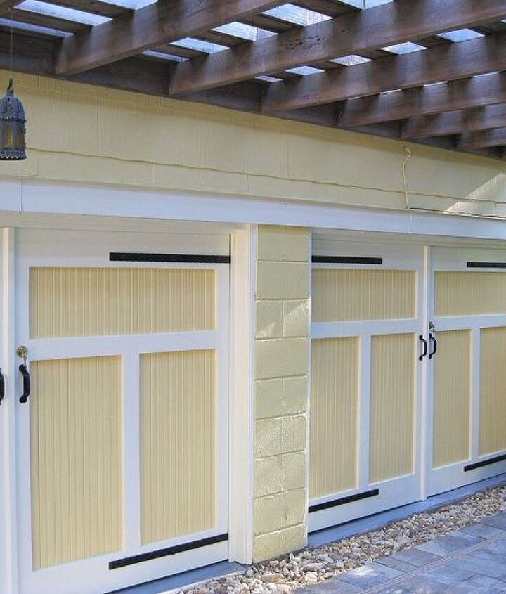 Carriage house style doors by Historic Shed.