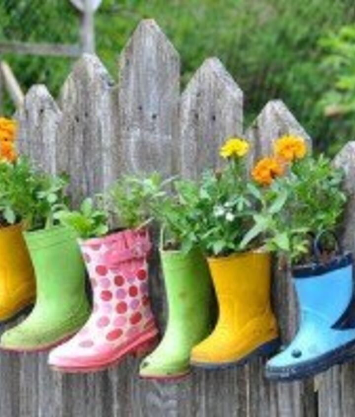 It just so happens that we are in the middle of spring cleaning, which is perfect timing for this fun, decorative upcycled planter idea for the kids. I'll be pulling all of last years' rain boots for this project and go looking for pai