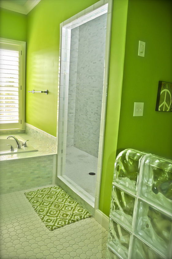 Bright Teen bathroom completed