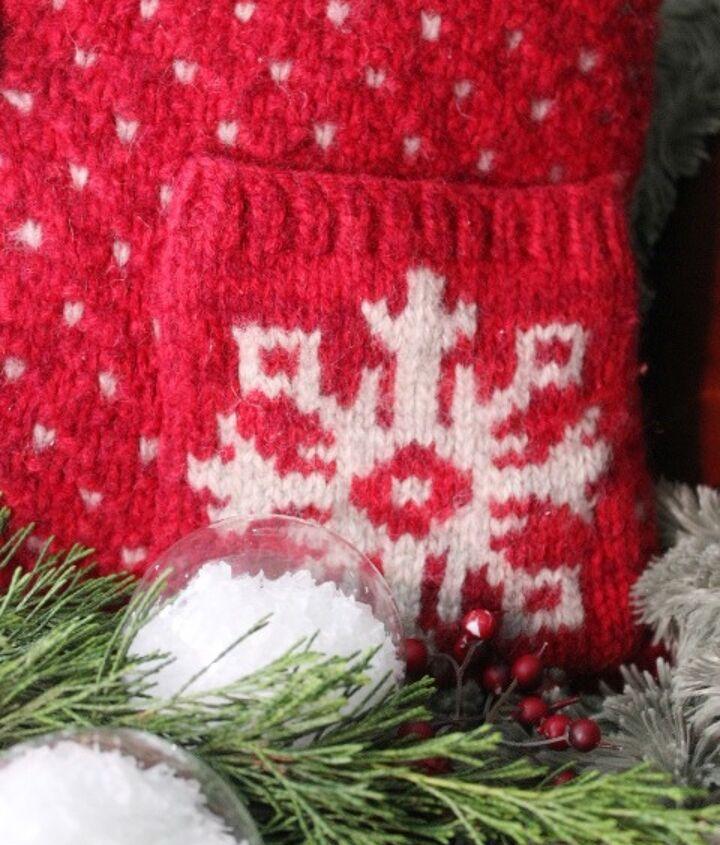 I love the cute little snowflake on each pocket.