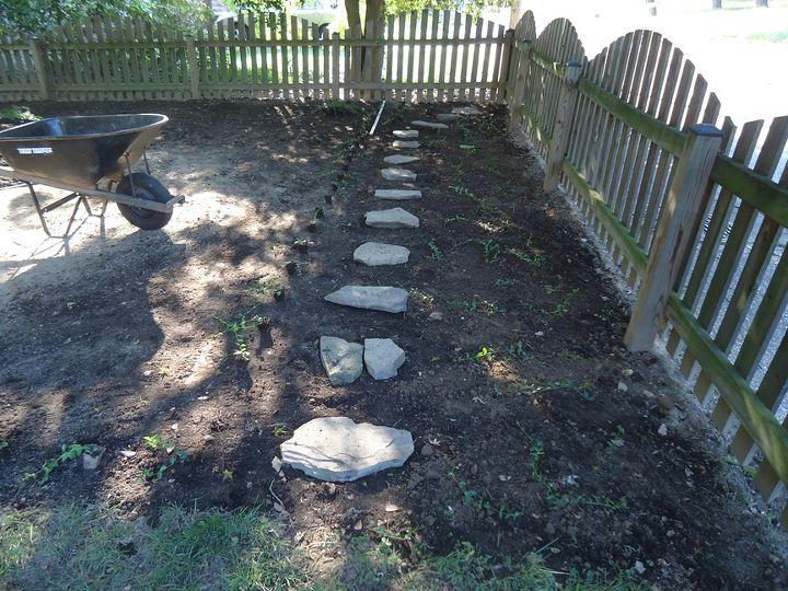 Installing Stepping Stones & Vinca
