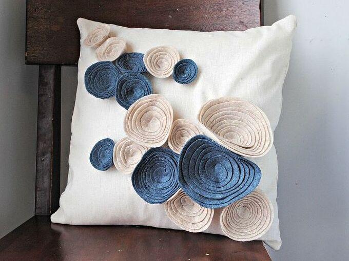 felt flower pillows, crafts