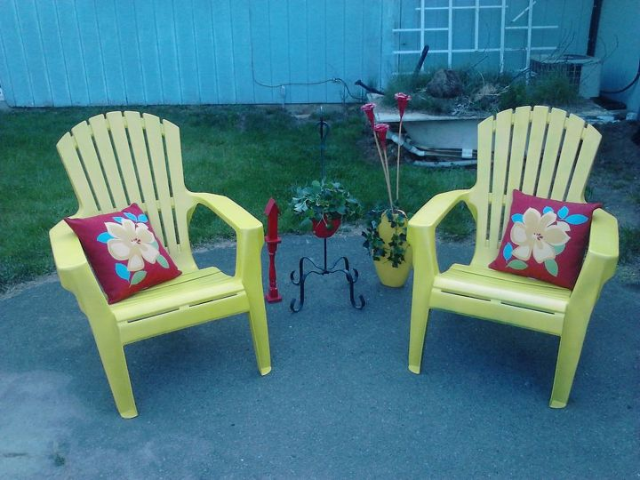 Decorating with yellow and red outdoors.