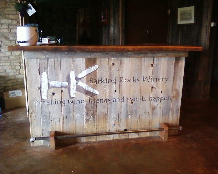 Barking Rocks Winery Logo Mural by Gran Art, https://www.etsy.com/shop/GranArt