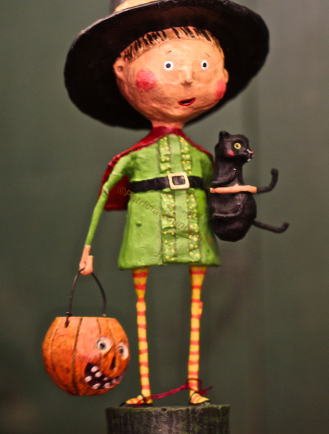 Trick-OR-Treater Witch View One