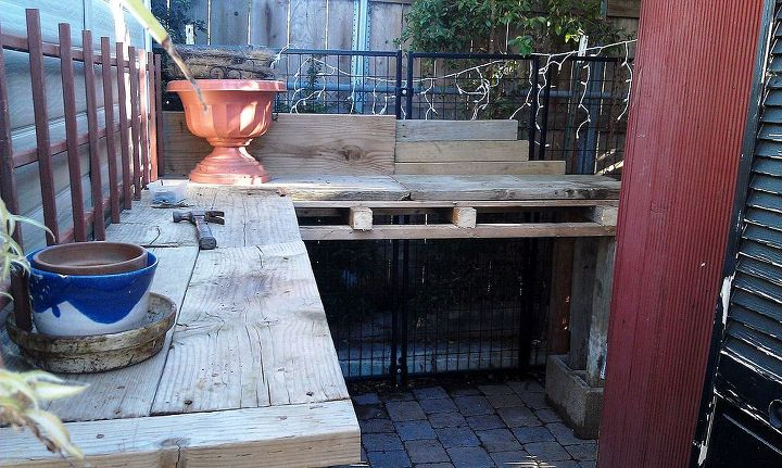 The boards leaning up agains the panels in the back are just there to line up the table top boards as I was nailing them into place.