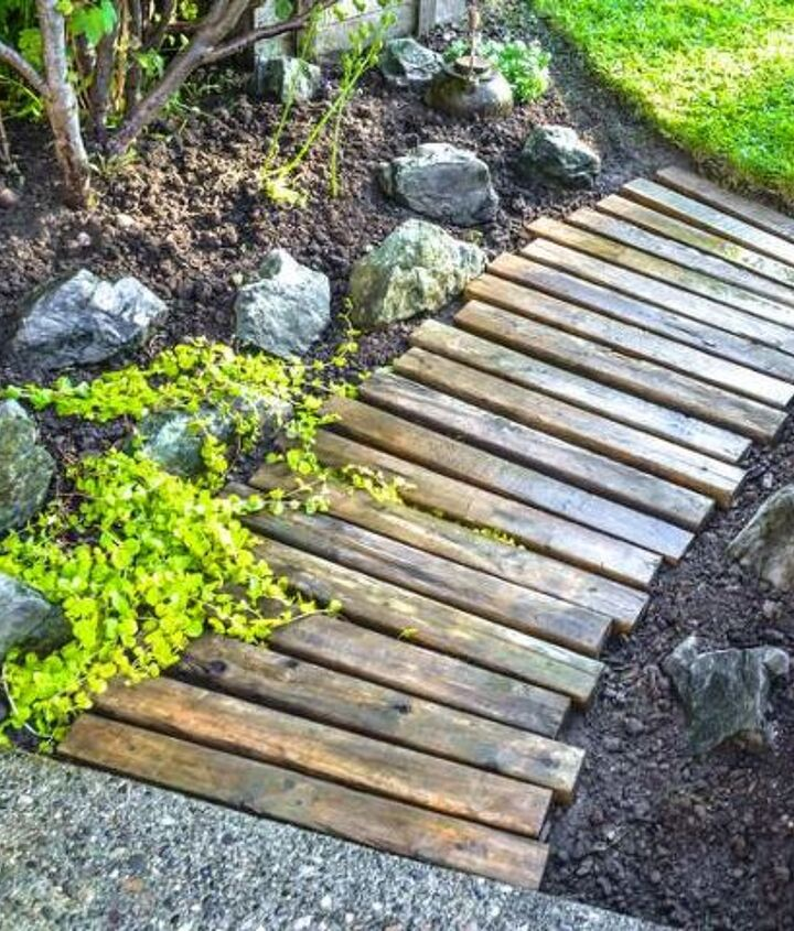 This little pallet wood walkway looks right smart with a little bit of creeping charlie to keep it company. http://www.funkyjunkinteriors.net/2012/07/pallet-wood-walkway-all-prettied-up.html