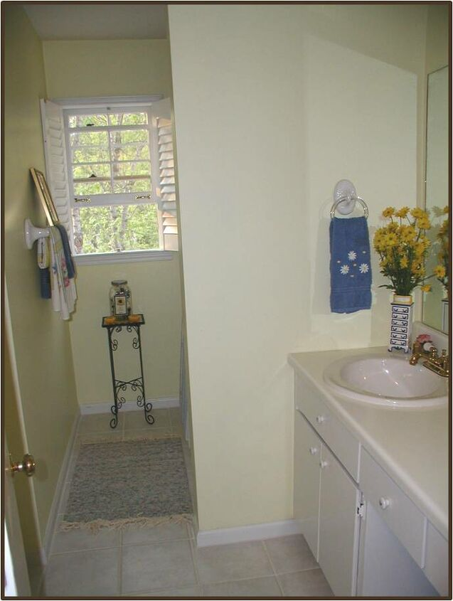 secondary baths can have style too, bathroom ideas, home decor, Secondary Bathroom Before The Remodel It looks ordinary quite small