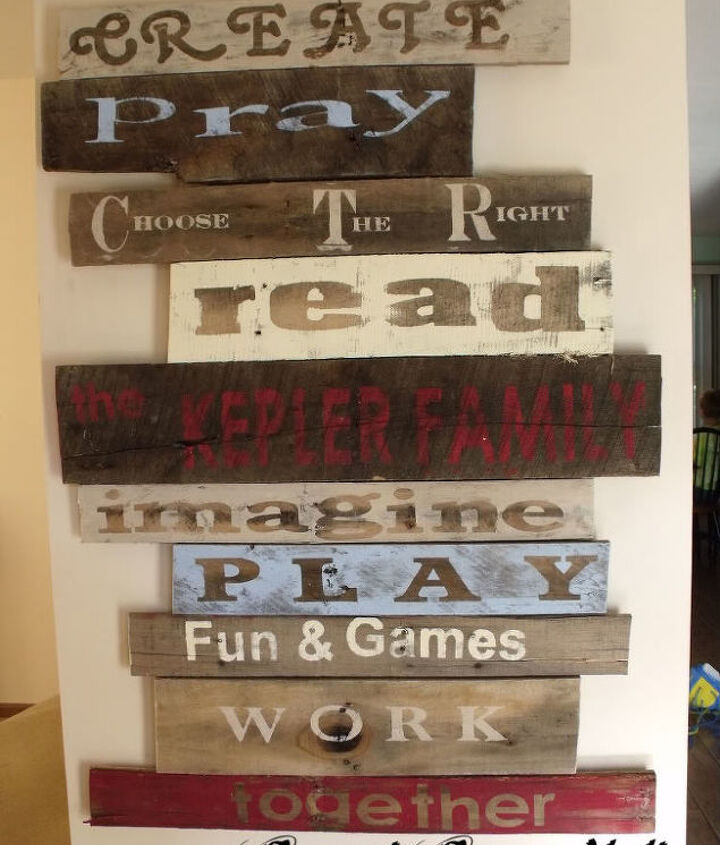 Pallet signs! This was done by Julia (Sweet Serendipity) she's got the instructions here: http://sweetserendipity23.blogspot.com/2011/08/pallet-board-art.html (She wrote that that the words were chosen by her three children, these are things they want to do as a family, I thought that was so sweet.)