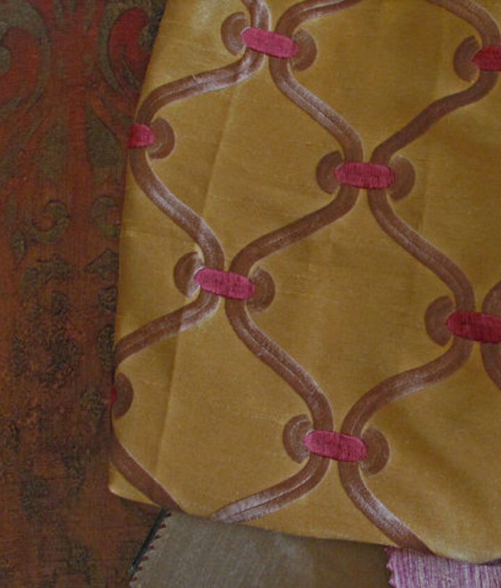 The fabrics for the window treatment provided the inspiration for the recipe of the artistic faux finish on the walls.