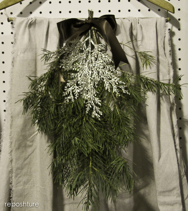 christmas at my booth, seasonal holiday d cor