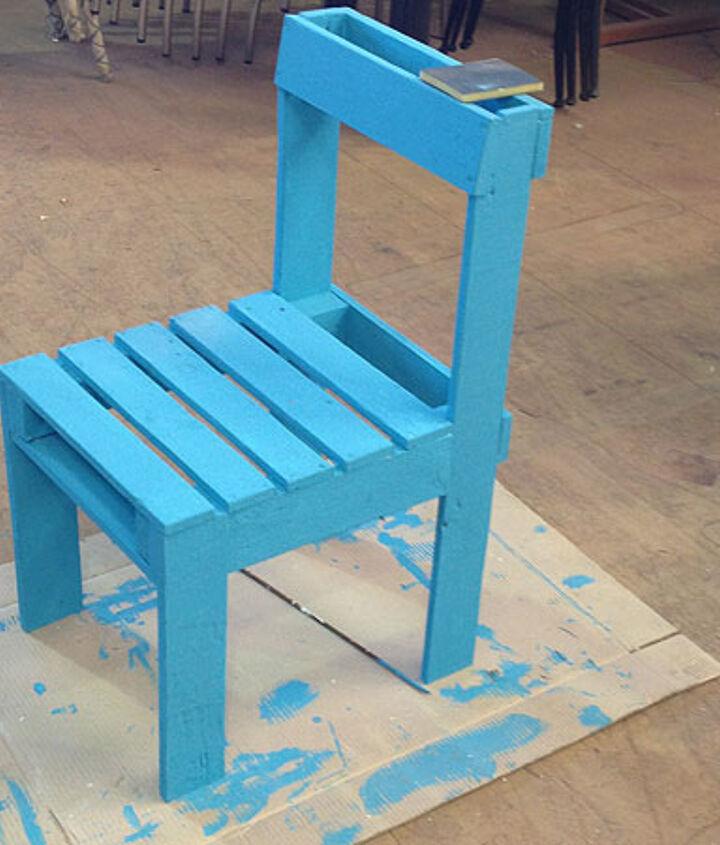 DIY Pallet Furniture Set  - Blue chair