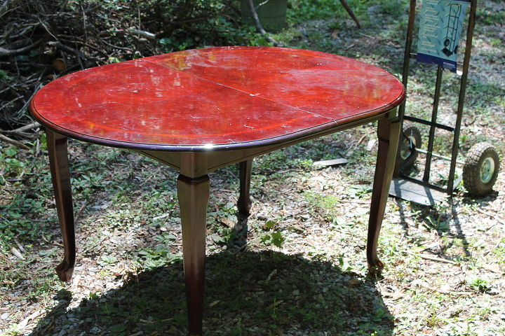 This is the beautiful dining table I am going to transform into a beautiful lightly distressed French Country Cottage style table.  Well, that's the plan, anyway... And funny thing about sunlight, the legs are the same color as the top
