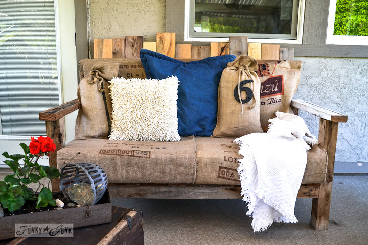 This is a pallet SOFA I made last year, decke